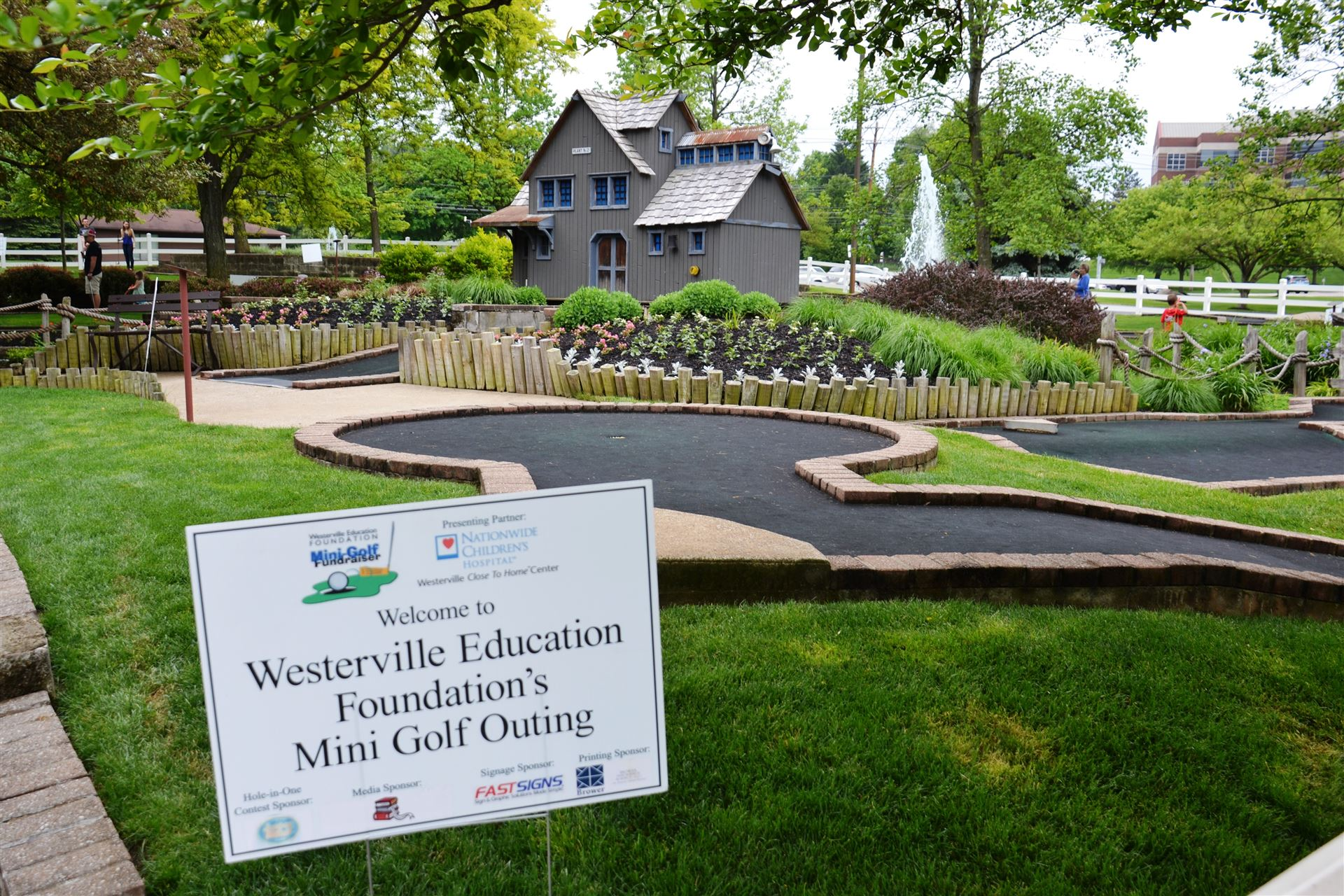 Westerville Education Foundation Mini-Golf Fundraiser Draws Families