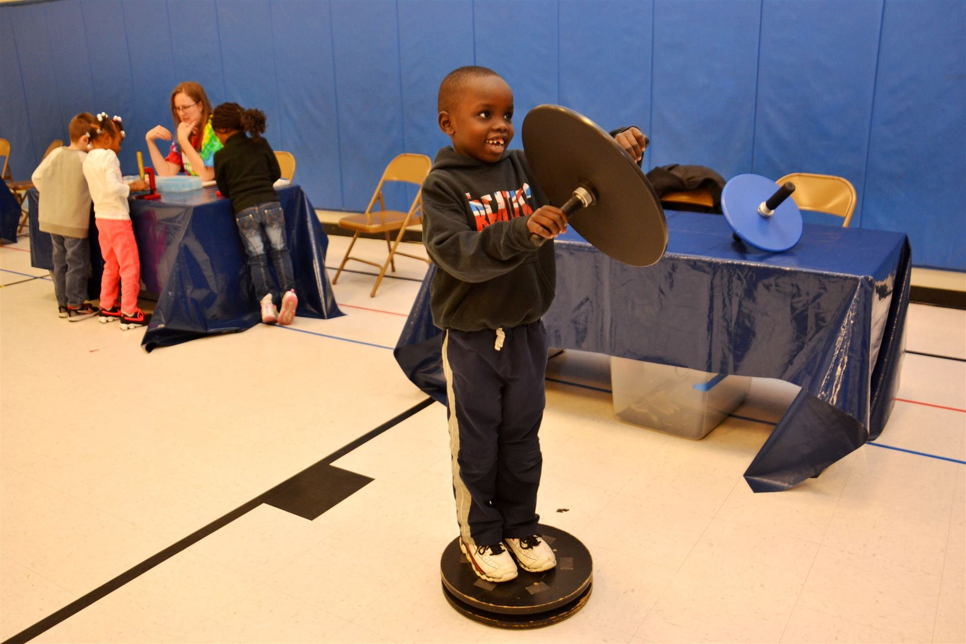 Pointview Students Explore Astronomy through COSI on Wheels