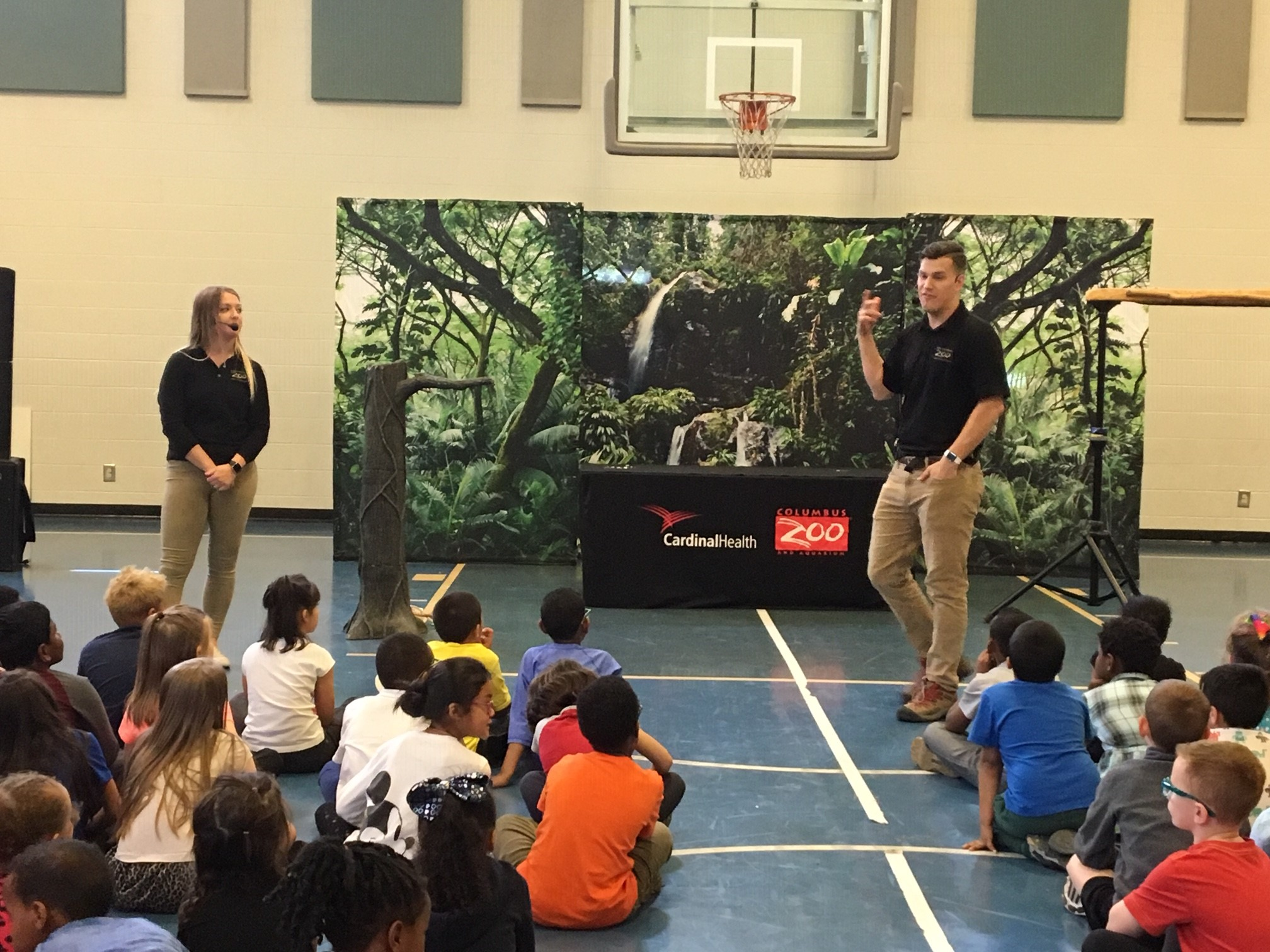 Columbus Zoo officials talk with students