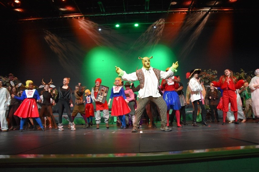 Heritage Middle School Actors Wow the Crowd with Shrek the Musical
